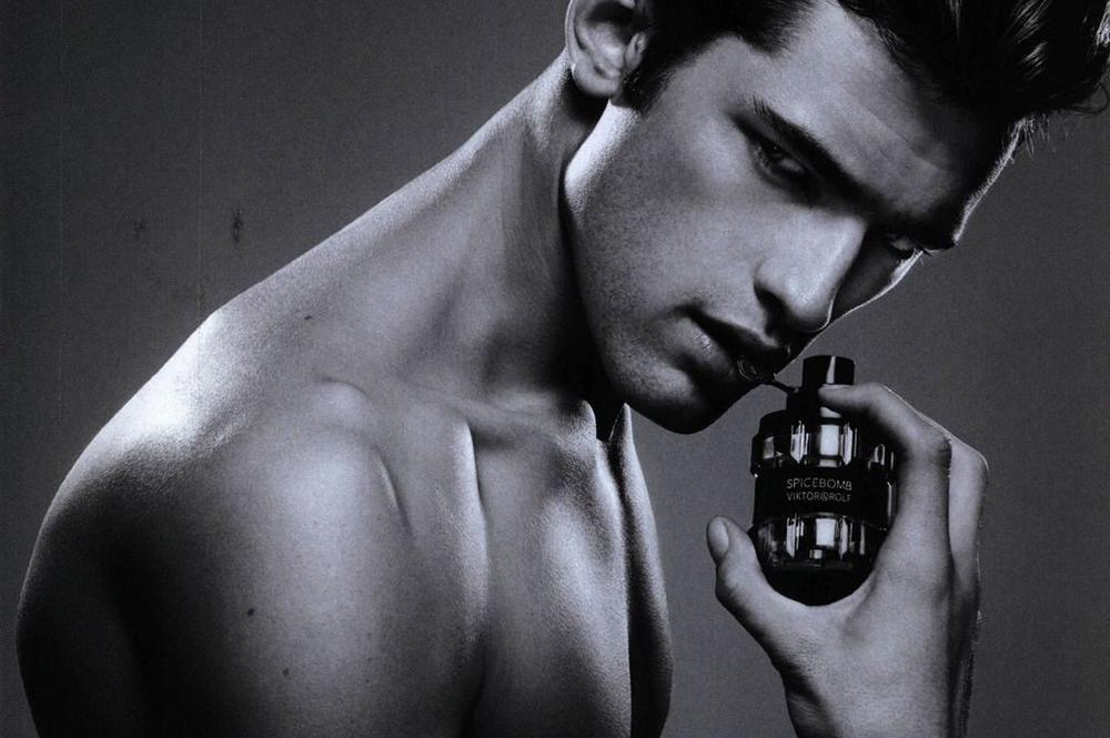 Viktor&Rolf_fragrance_perfume_Simon Nessmann_Spice Bomb