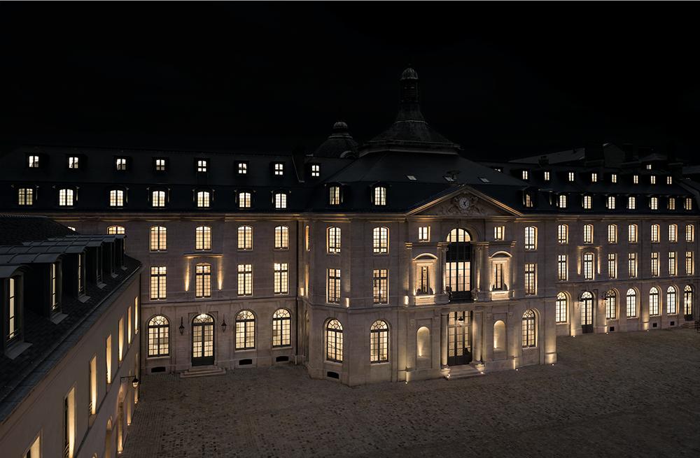 Yves Saint Laurent Paris_headquarter_abbey_cloister_Párizs_kolostor