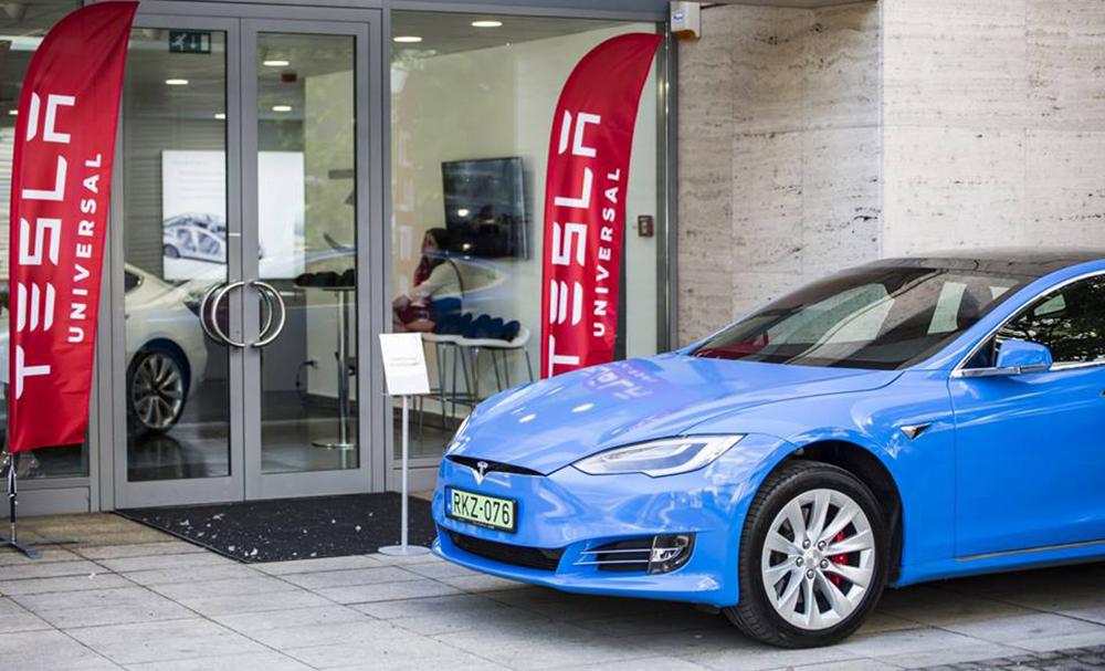 Tesla Budapest_szalon_üzlet_nyílt