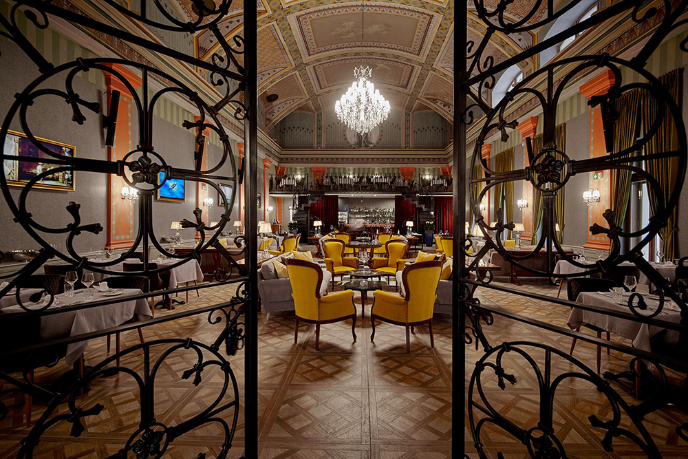Mystery_Hotel_Budapest_The_Great_Hall_Restaurant__Lounge