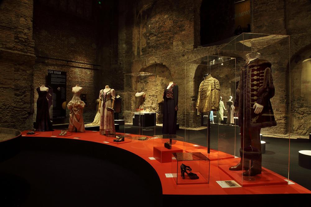 Kiscelli Múzeum_Ragyogj_divat_kiállítás